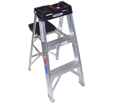 Aluminum Stepladder with Pail Shelf
