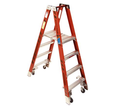 Fiberglass Stockr's Ladder with Casters